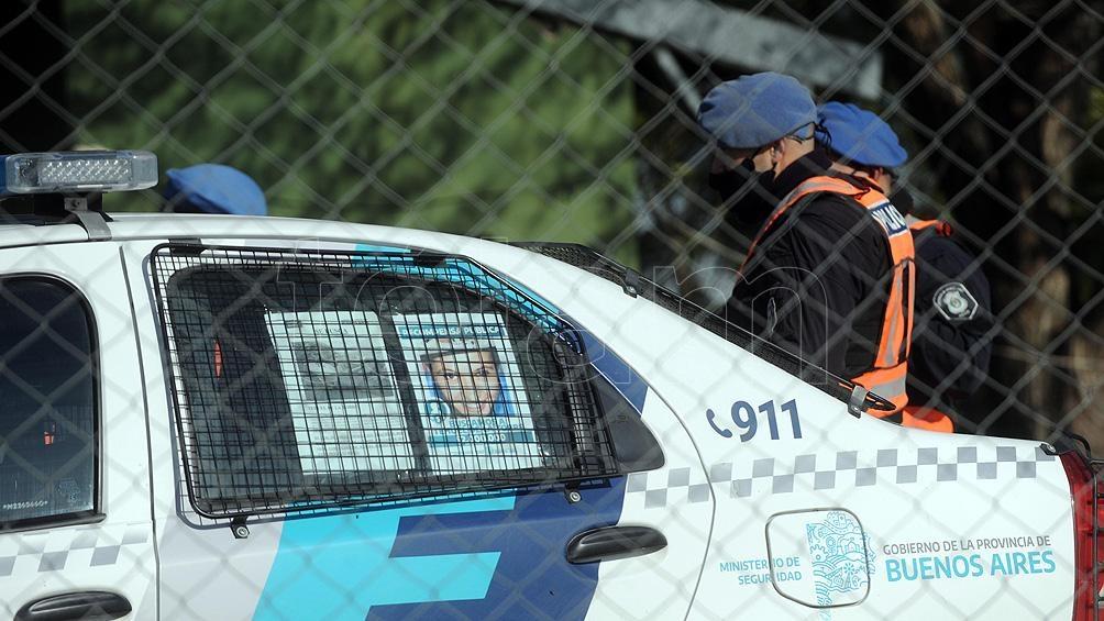 El operativo se desarrolla con efectivos de La Plata, San Vicente, la división de canes y bomberos de Policía Federal.